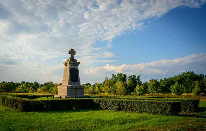 A monument in the Field of the Great Poltava Battle which is perfect for a date with Ukraine women.